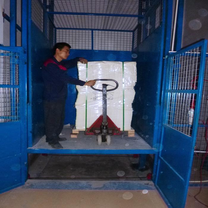 广州白云区竹料纸箱厂安装3层升降货梯