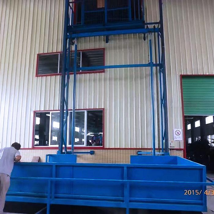 安装二层升降平台
