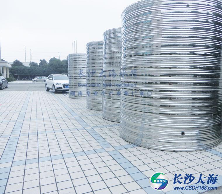 不锈钢圆形保温水箱产品图片