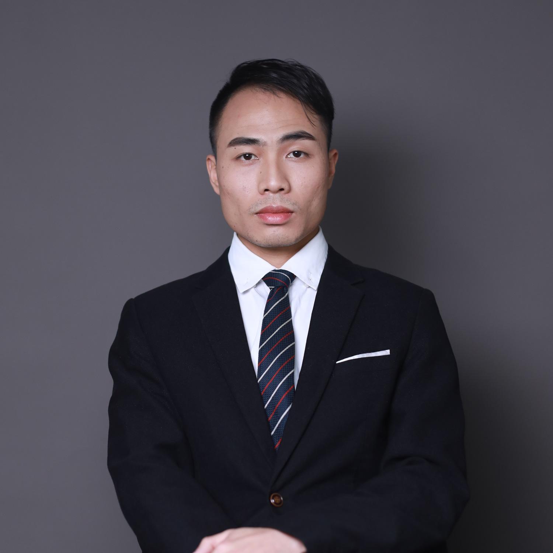 资深设计师 何梓浩