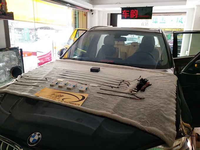 宝马新X5原厂9色氛围灯安装过程,汕头车韵汽车音响隔音改装店