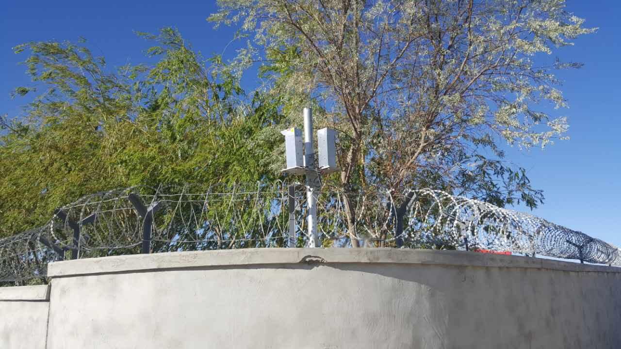 激光對射案例——新疆某公司安保防恐激光保護現場