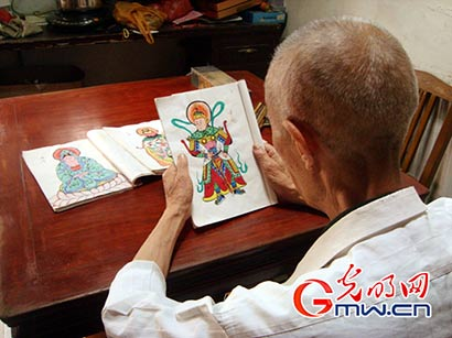 他是苏州最后一名佛像彩绘艺人