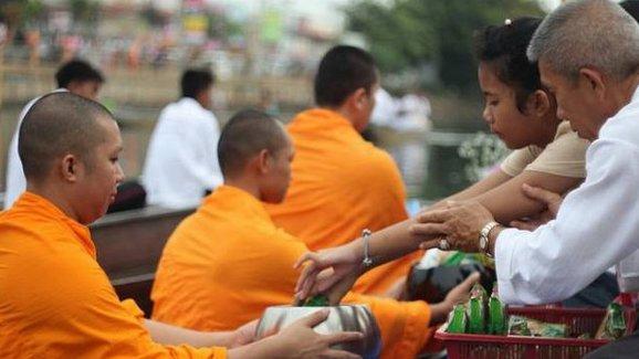 泰国僧人体重超标 卫生部拟推行饮食教育计划改善