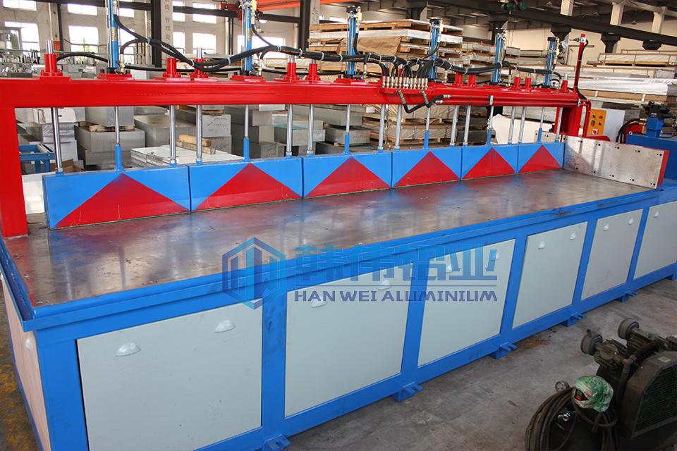 公司新添大型液压切割锯床