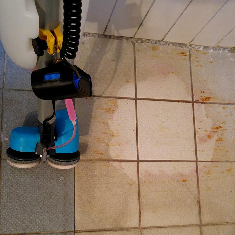 洗地機打磨圓盤清潔前后圖