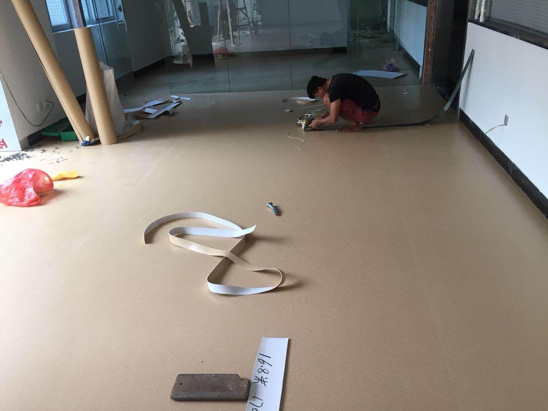8-17广州罗岗阳普医院办公室 弹性PVC胶地板 施工案例