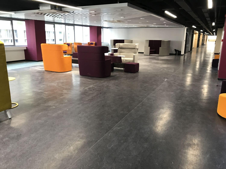 8-26万科云城梅沙黑利伯瑞国际学校 PVC胶地板工程施工