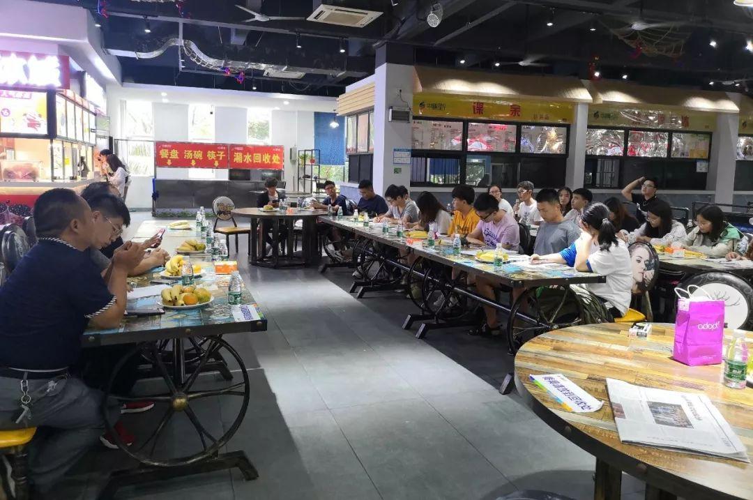 河南省餐协团餐委带领团餐企业领导走访中膳