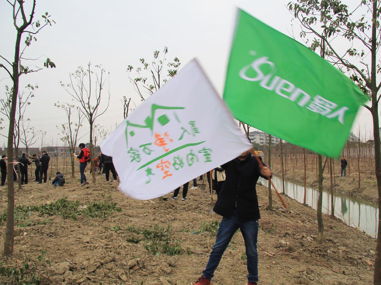 净空大师参与植树活动