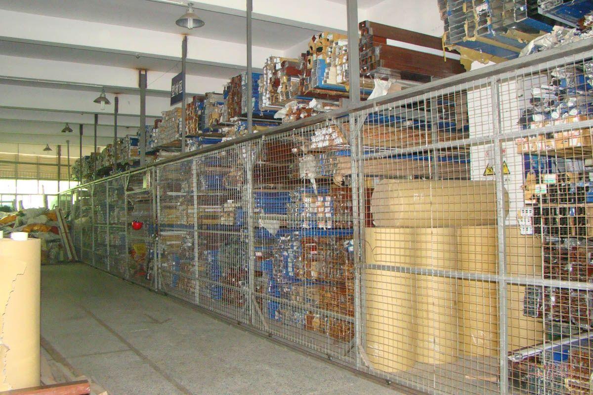 鸿泰铝合金门窗十栋生产车间库存