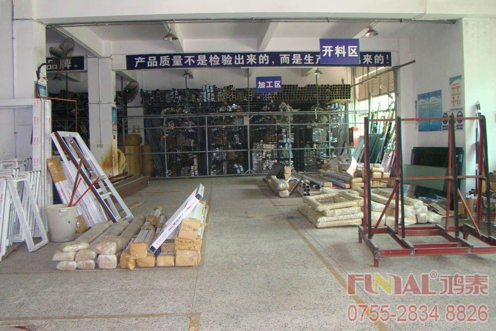 鴻泰鋁合金門窗十五棟生產車間-開料區
