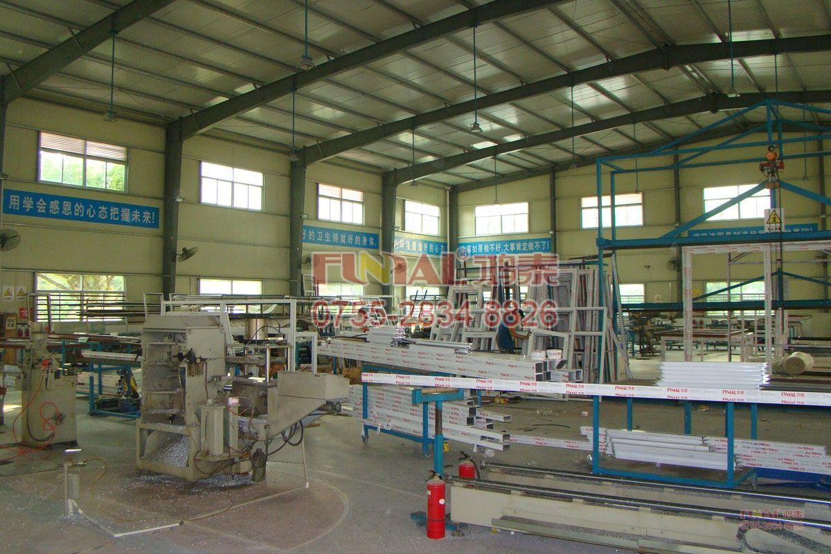 鸿泰铝合金门窗二十栋生产车间加工区
