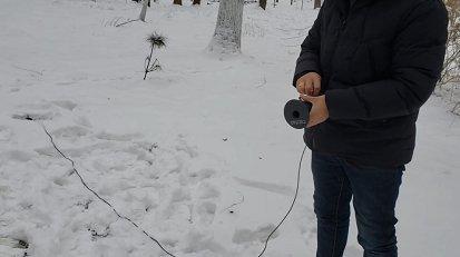 在雪地里使用地面技术发现者SMR 可视成像仪 勘察市政管...
