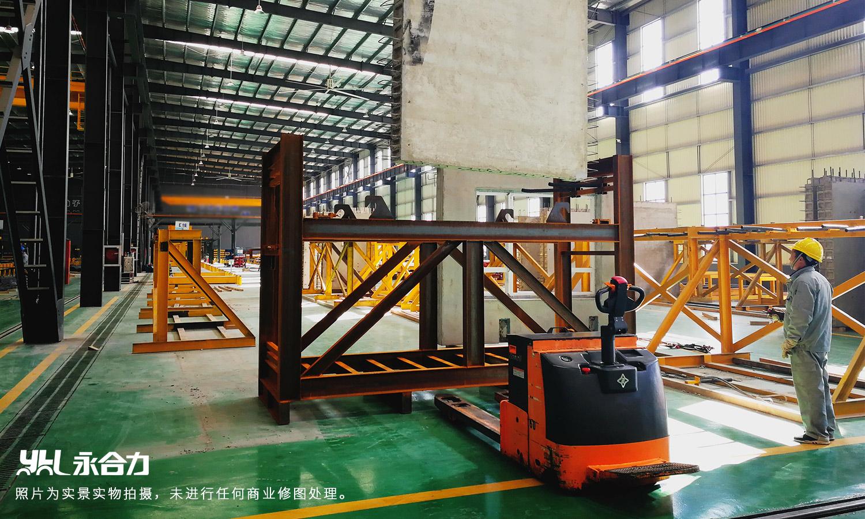 永合力®提供的8吨大吨位搬运车作业现场。