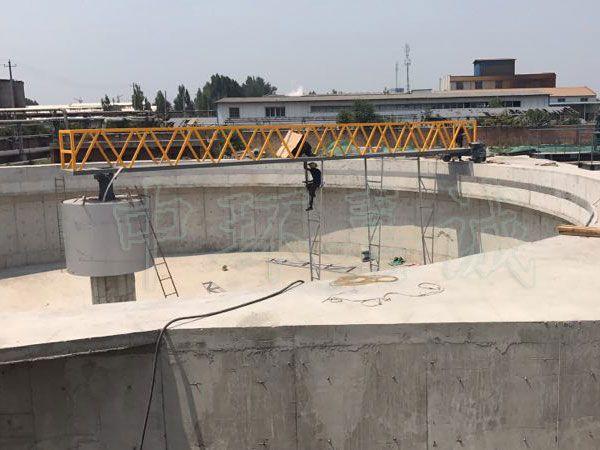 西安15.5米周边传动半桥式刮泥机安装运行现场