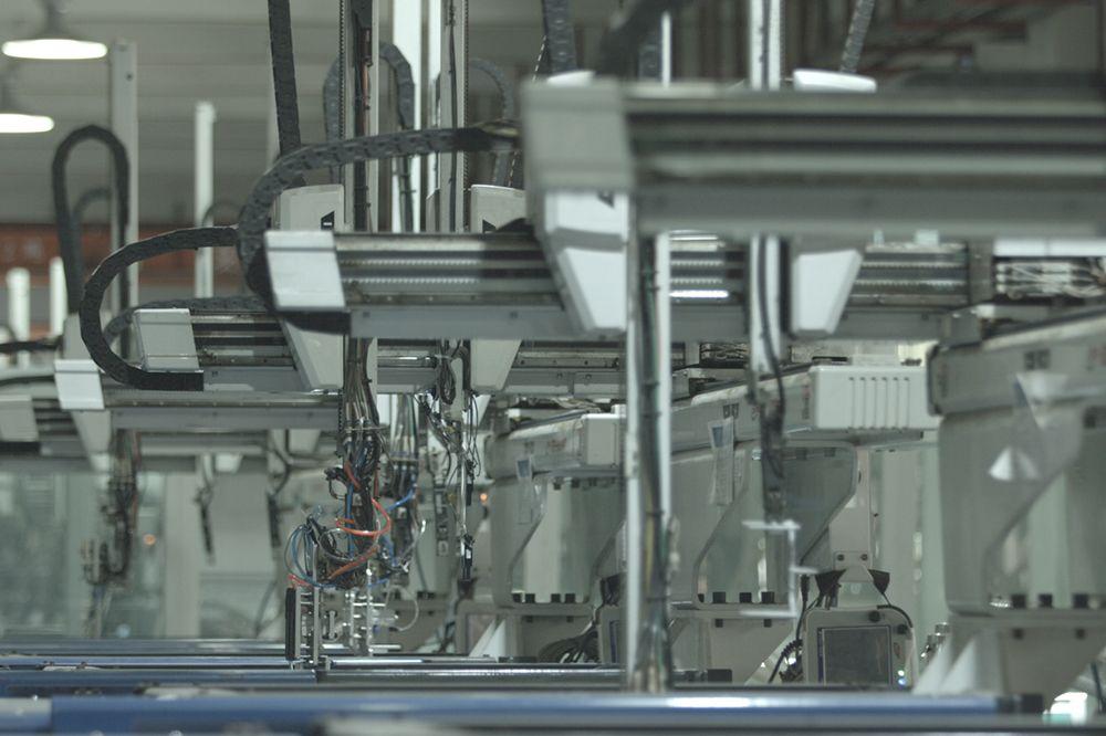 機械手自動注塑生產線