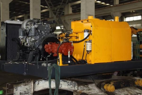 冬季大雪降温来袭 工程机械设备...