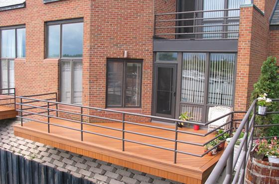 改变阳台塑木地板铺设方向