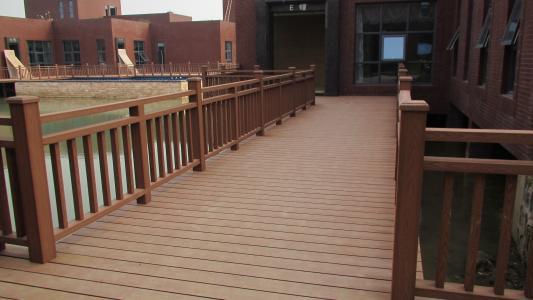 塑木地板与合成材料一样吗?