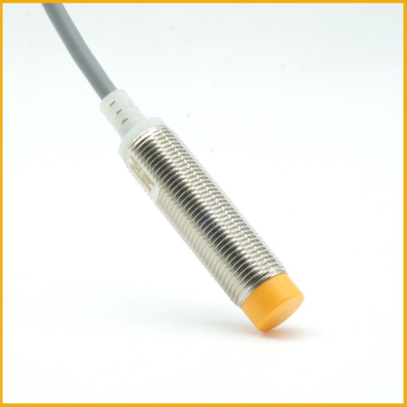 M12检测4毫米圆柱形接近开关传感器