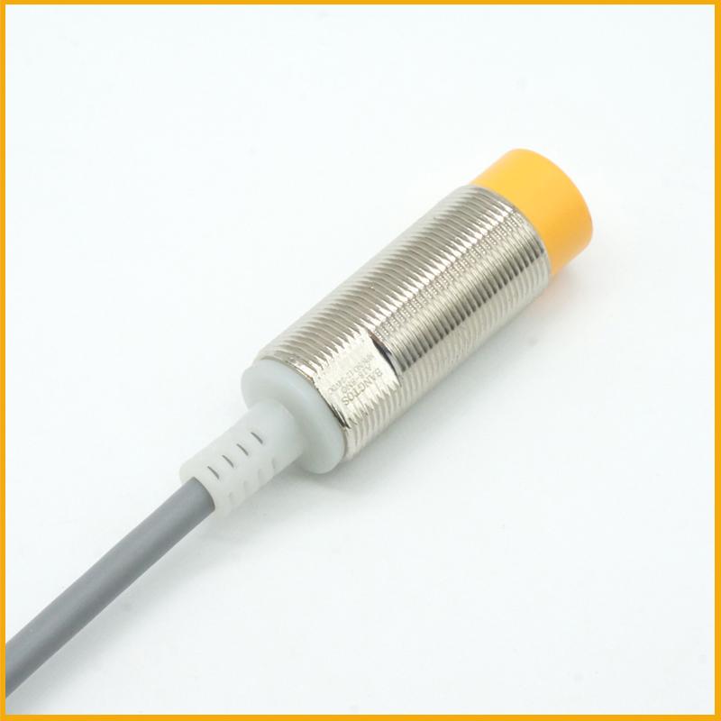 M18检测8毫米圆柱形24V电感式接近开关