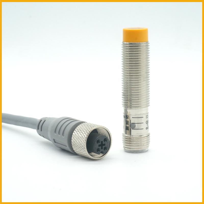 M12接插式检测4毫米电感式接近开关