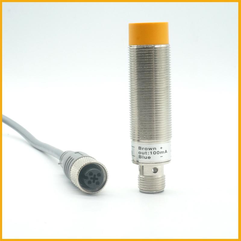M18接插式检测8毫米接近开关传感器带航插