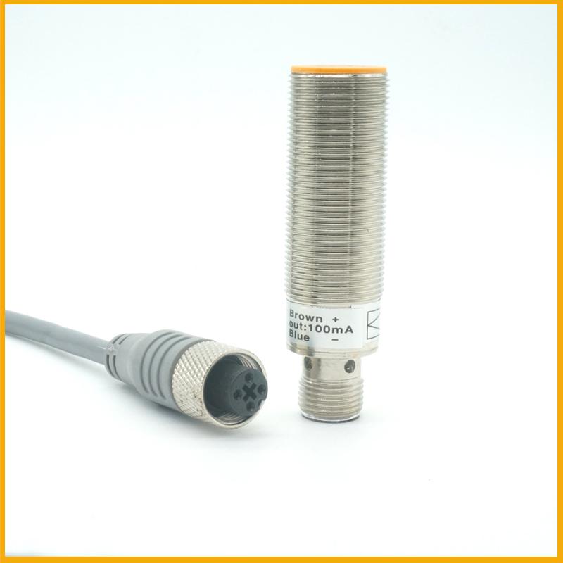 M18埋入式接插件电感式接近开关