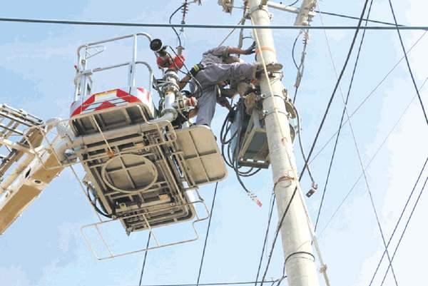 人中电身亡,那究竟是电压电死...