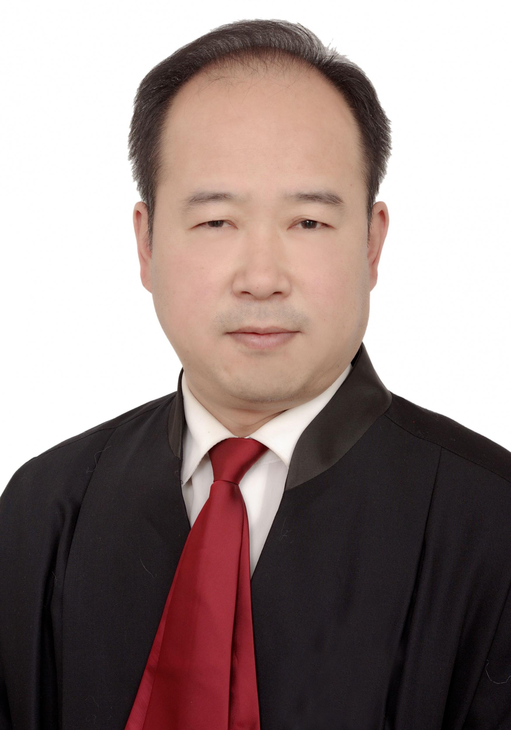 陈兴国    律师