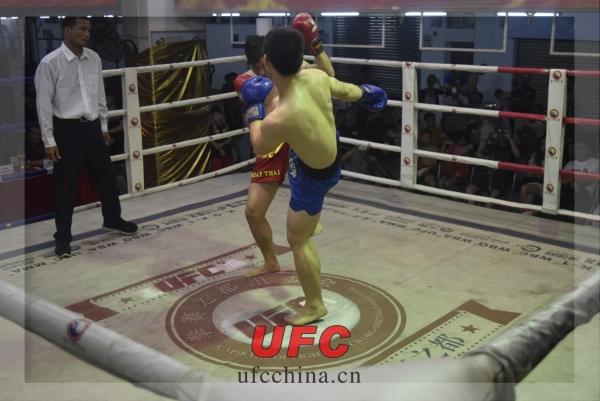 UFC比赛掠影-招伟祥 VS 高...