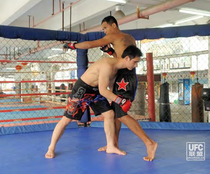 UFC初级基础技术课之双腿抱摔反...