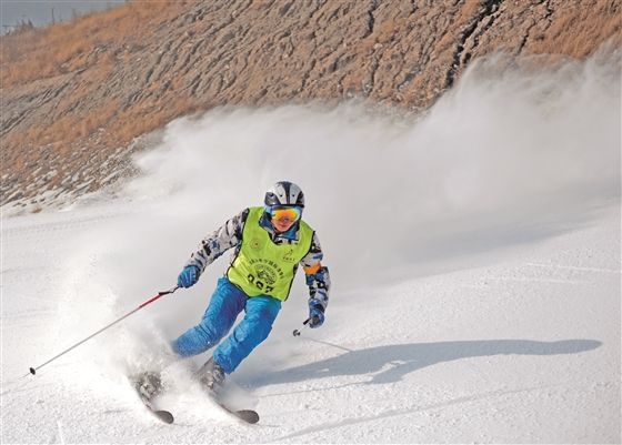 沈阳市首届国际青少年滑雪邀请赛明...