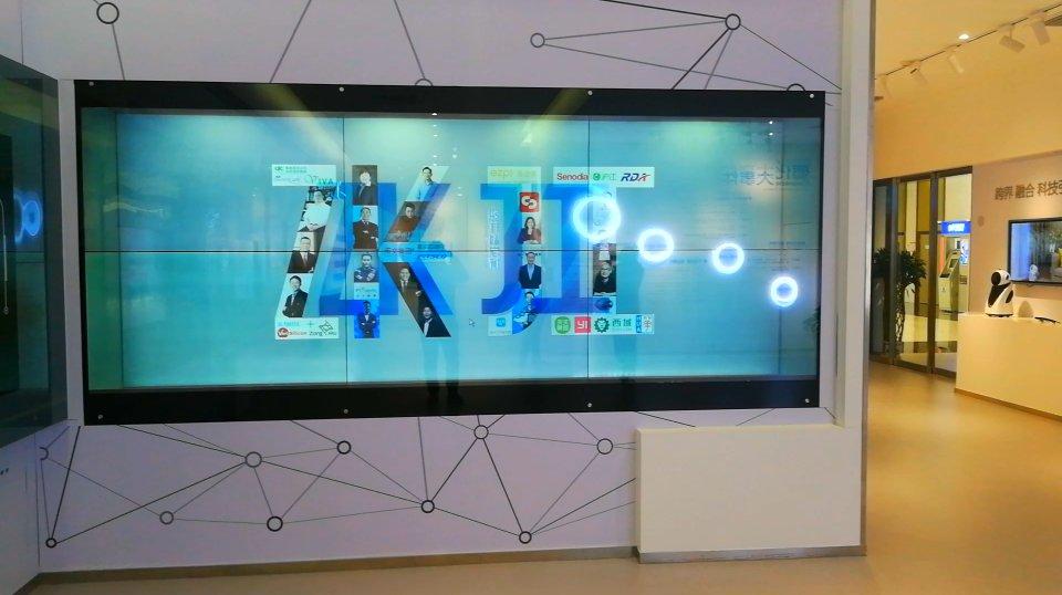 55寸2×3拼接透明屏-張江國際創新港