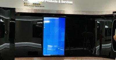 透明OLED弯轨移动屏-上海绿洲科技