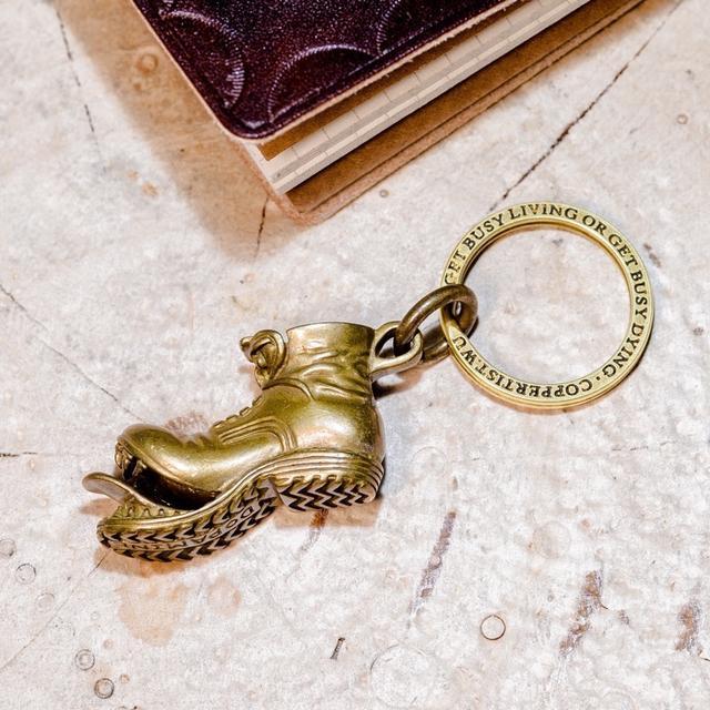 實體店里看到的黃銅鑰匙扣,個個都精致大方...