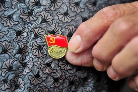 浙江嘉興要求24萬黨員統一佩戴黨員徽章