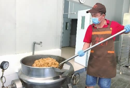 """平江长寿镇:二分厚酱干卤""""金果"""""""