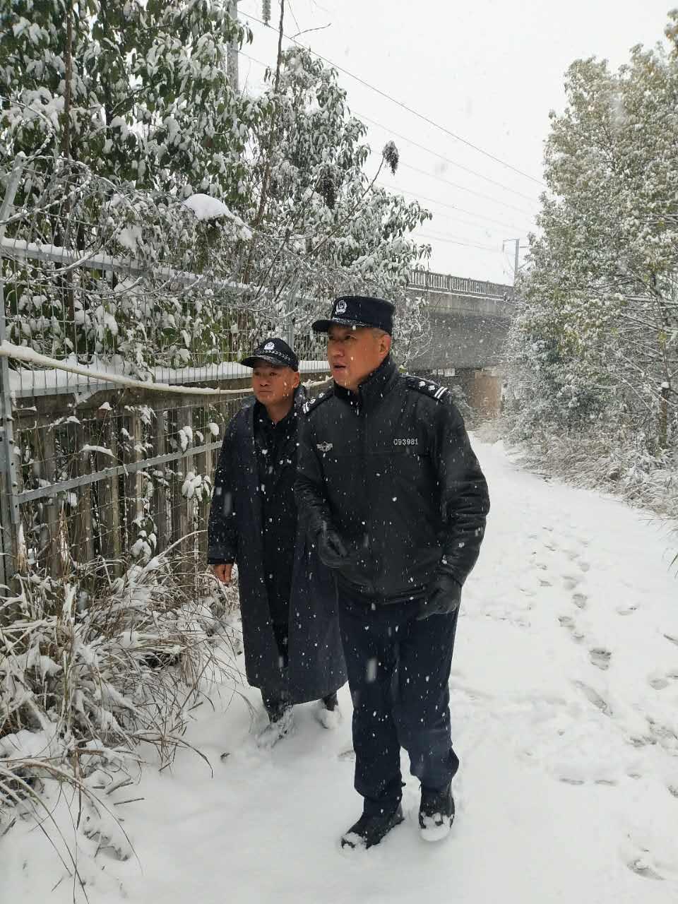 迎战冰雪丨长沙高铁南站铁警上路保站车线平安