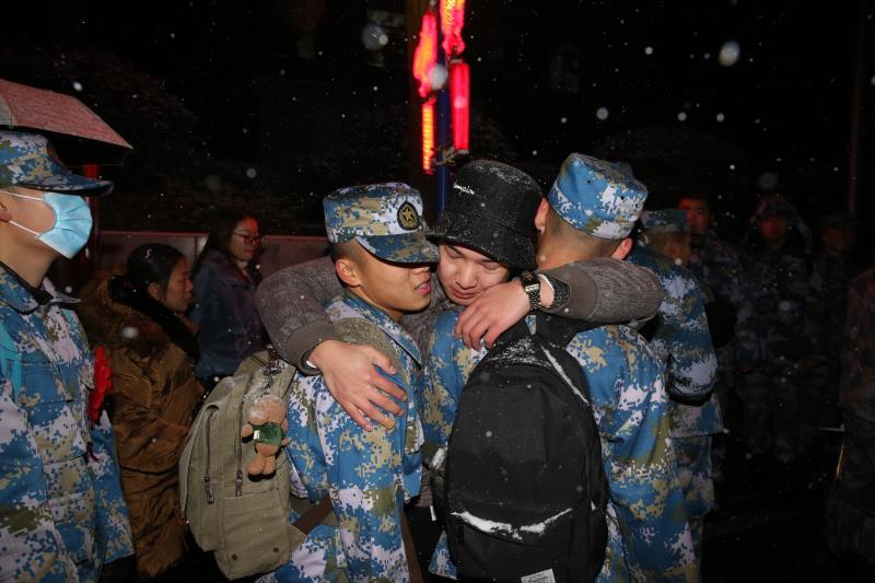 迎战冰雪丨长沙航院士官生顶风冒雪携笔从戎,守护祖国万里海疆