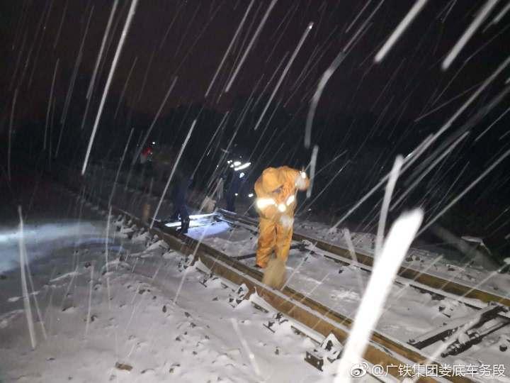 迎战冰雪丨湖南地区各火车站暂未出现旅客滞留情况,铁路运输保持畅通