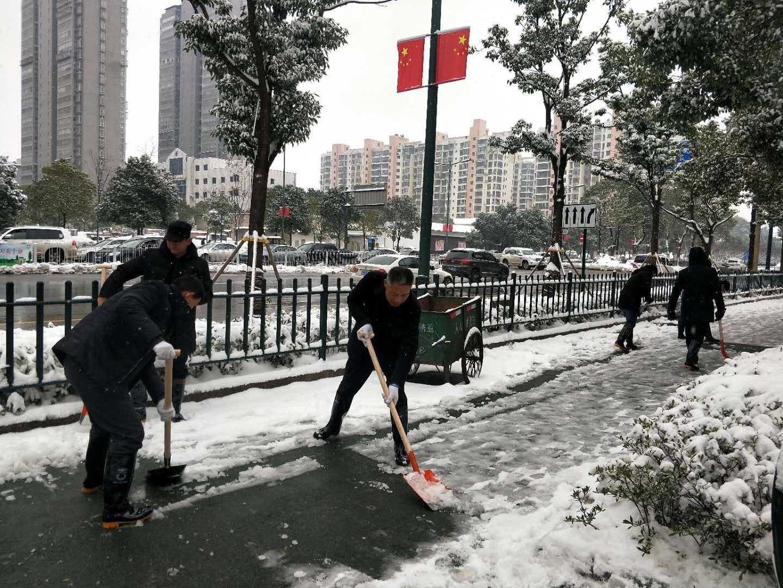迎战冰雪丨长沙县城管局全员上班除雪保畅通