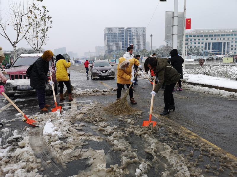 迎战冰雪丨天心区文体新局:铲雪除冰,温暖人心