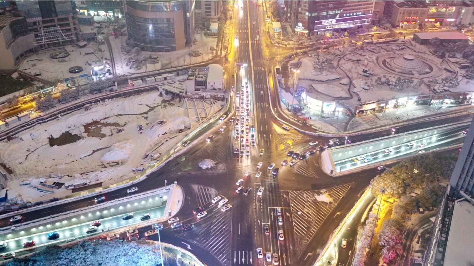 航拍:雪夜星城