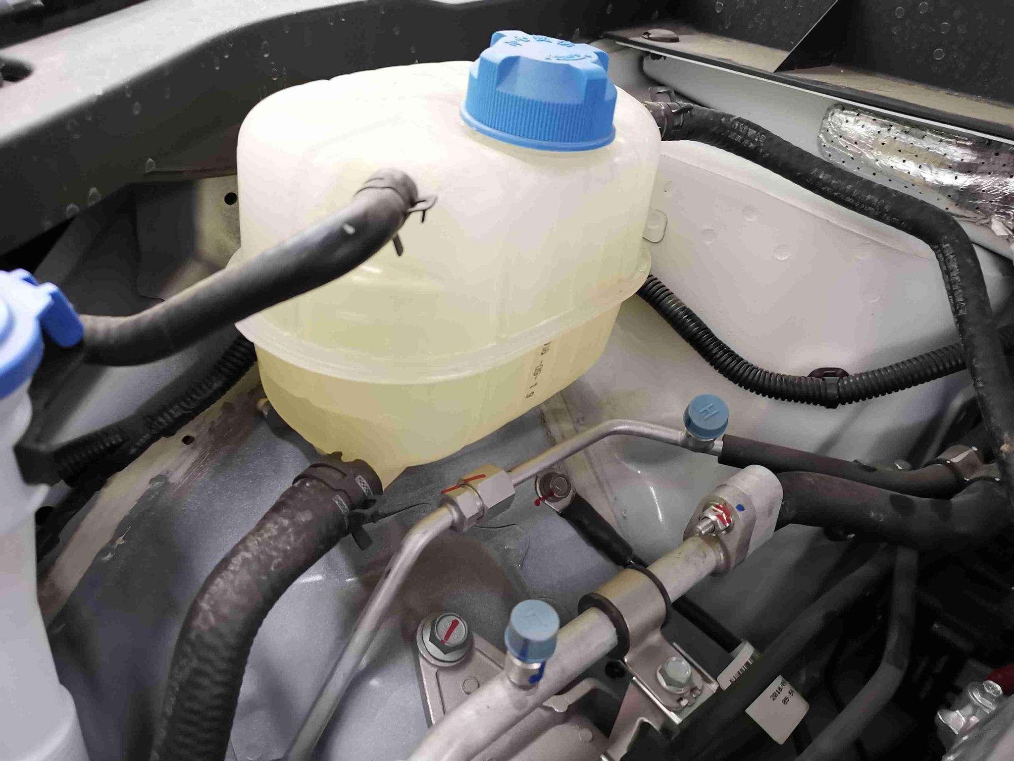 """3·15一锤定""""信"""" 新车漏水,厂家却没..."""
