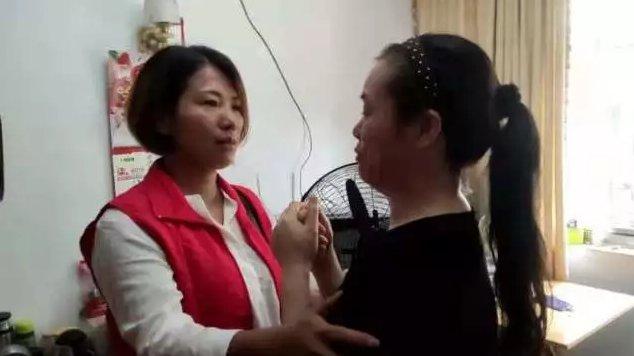 爱心企业为坚强母亲捐款 助女儿圆大学梦