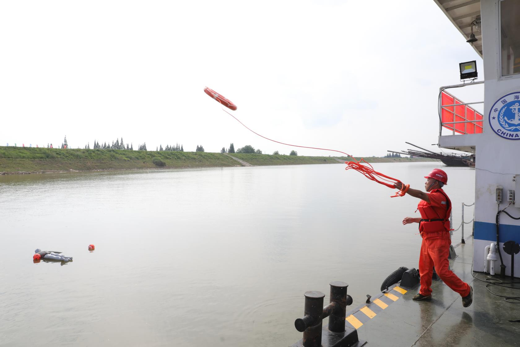 船舶灭火、蛙人出动,水域救援技能...