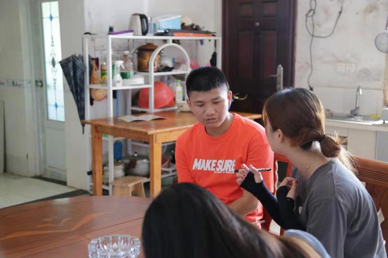 龙华上品.三湘阳光助学丨 姐姐放弃上大学,他是全家的希望