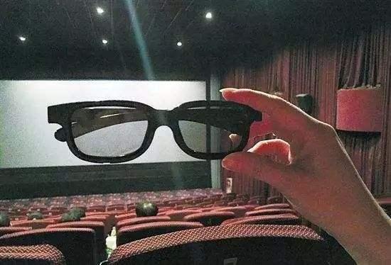 看电影买3D眼镜,用现金支付遭拒